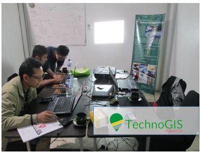 Suasana pelatihan Web GIS di TechnoGIS Indonesia
